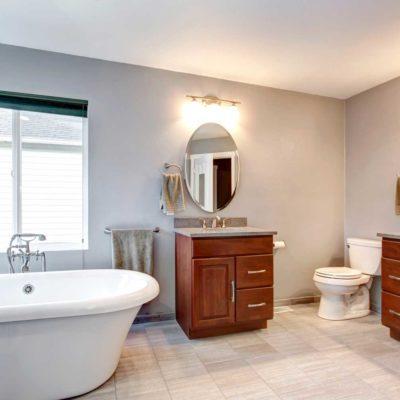 Raapwerk in badkamer voor verbouwing