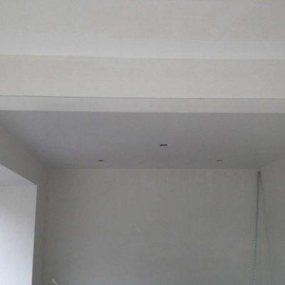 Glad stucwerk op wanden en plafond